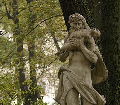 Сатурн, пожирающий своего сына, летний сад