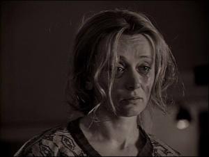 """""""ЗЕРКАЛО"""". Новелла вторая - В ТИПОГРАФИИ. Маша плачет. Не то понимает правду того, в чем обвиняет ее подруга, не то обижается на слова, подругой сказанные..."""