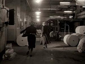 """.""""ЗЕРКАЛО"""". Новелла вторая - В ТИПОГРАФИИ. Мать с подругой-коллегой бегут по складам-коридорам в печатные цеха в поиске сверки, которую она вчера вычитала..."""