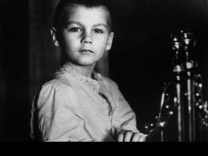В роли Алеши (5 лет) - Филипп Янковский, сын Олега.