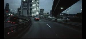 Возвращение Бертона, лишившегося надежды на объективность Криса, в город - бесчеловечный, жестко-механистический, ревущий зверем, коим становится движение по многоуровневым виадукам и туннелям. Аналог - Токио, столица Японии.