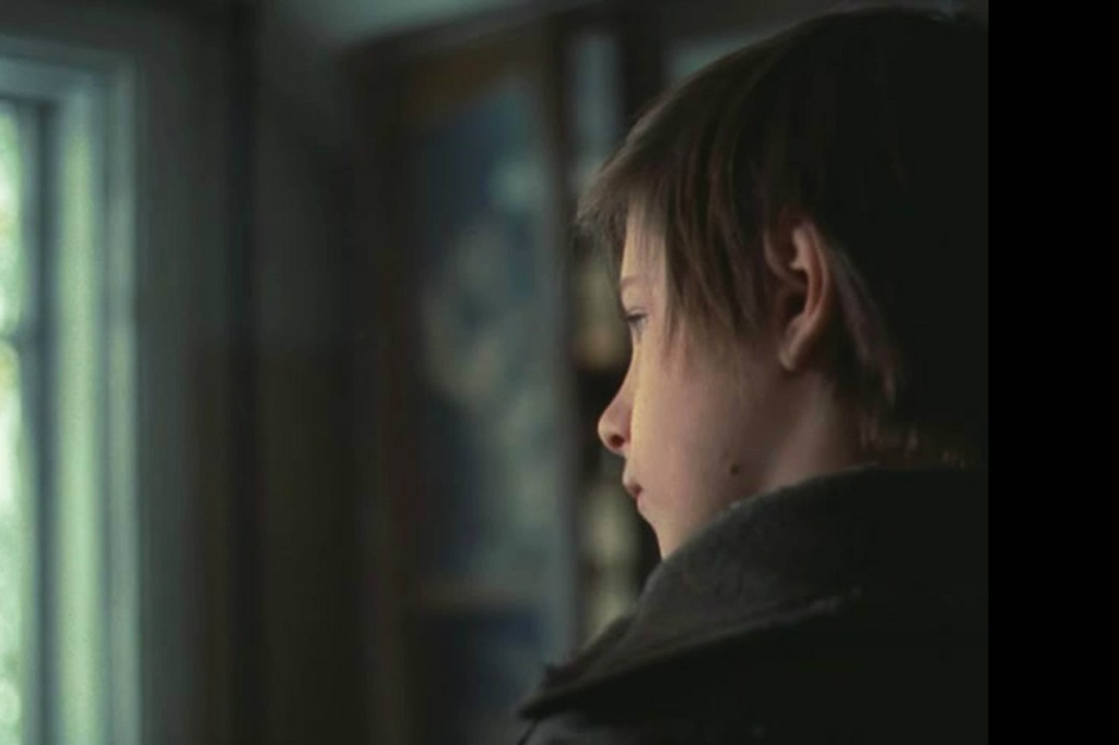 Игнат - сын Алексея и Натальи - смотрит в окно. Он - русский? По крови, По духу, не знаю уж в каком поколении, он - из мира Высоких идей и чувств, что делают людей Земли нераздельными по национальному и религиозному \признаку...