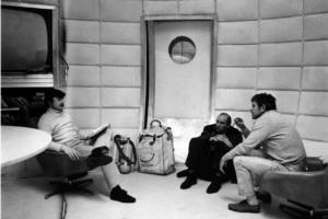 На фотографии слева - Андрей Тарковский, в центре - Анатолий Солоницын, справа - Донатас Банионис.