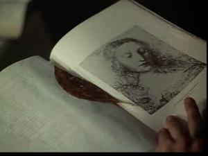 """фолиант с картинами Леонардо да Винчи, определяющими в фильме """"Зеркало"""" мир четырех поколений."""