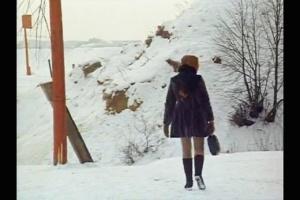 Вот рыжеволосая девочка, в которую был влюблен Алексей. Ее роль исполняет Ольга Кизилова - племянница Ларисы Тарковской