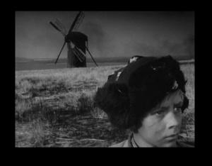"""Иван просыпает в черноте обгоревшей мельнички. ВОЗВРАЩЕНИЕ ИВАНА К СВОИМ - с того берега, где """"они"""", на этот берег, где """"наши"""". Иван - разведчик в обличье деревенского побирушки."""