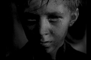 """ВОЗВРАЩЕНИЕ ИВАНА К СВОИМ - с того берега, где """"они"""", на этот берег, где """"наши"""". Иван не смог пройти туда, где его ждали, Задержавшим его он не сказал ни слова - затаился, как дикий звереныш."""