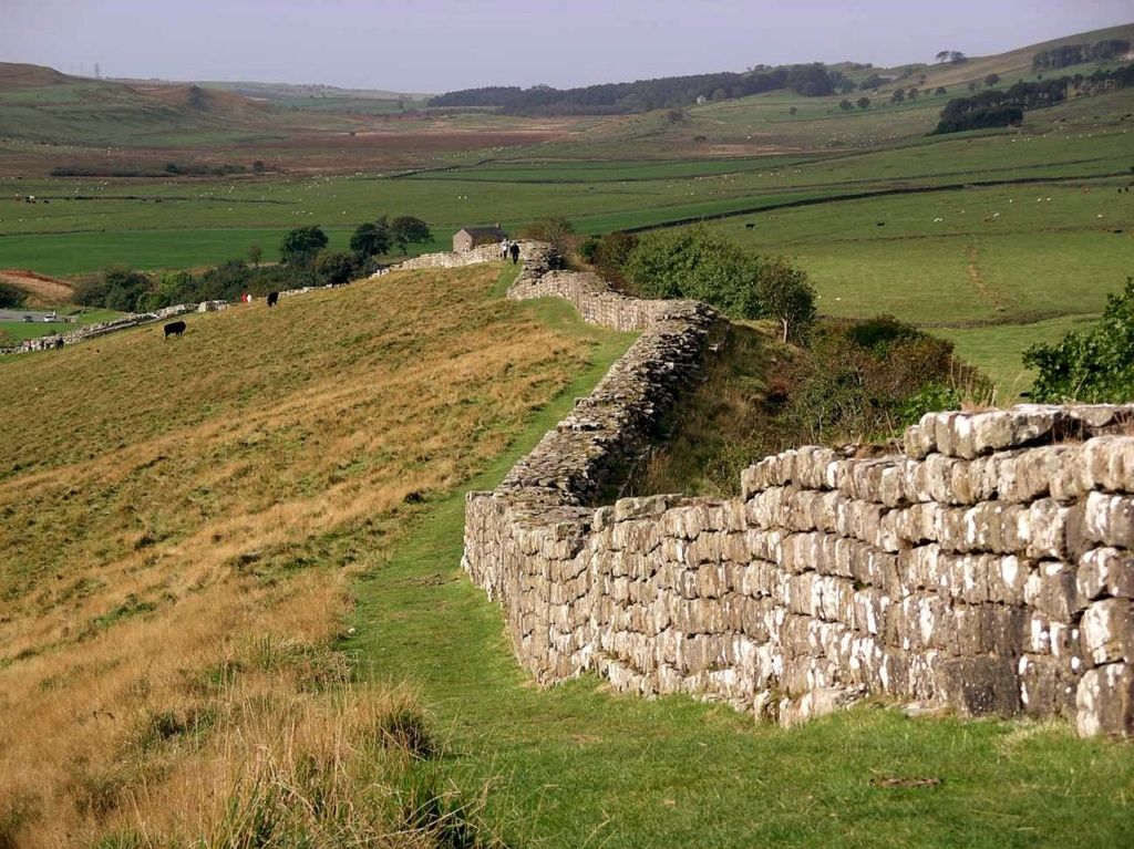 Вал Адриана («Стена Адриана») — укрепление из камня и торфа, построенное римлянами в Великобритании между 122 и 126 годами. Объект Всемирного наследия ЮНЕСКО