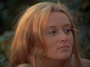 Мария Николаевна не отвечает, смотрит вдаль или в глубину самой себя и сколько же она видит...