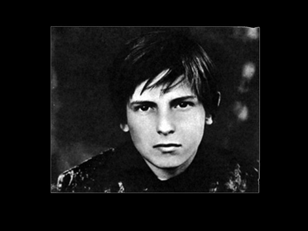 Родился 16 февраля 1962 года. Сыграл две роли в кино: 1974 - Зеркало ... Игнат/Алёша. 1977 - Семейные обстоятельства ... Серёжа Воробьёв ... главная роль. В настоящее время художник и фотохудожник.
