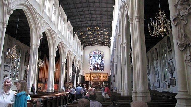 Интерьер церкви Святой Маргариты. Реставрирован Сэром Джоржем Гильбертом Скоттом. 1877 год