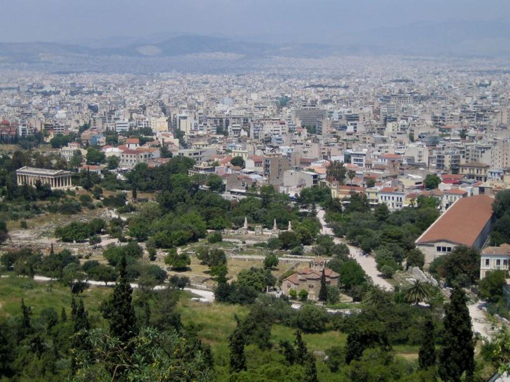 Вид с Акрополя на Афинскую агору.