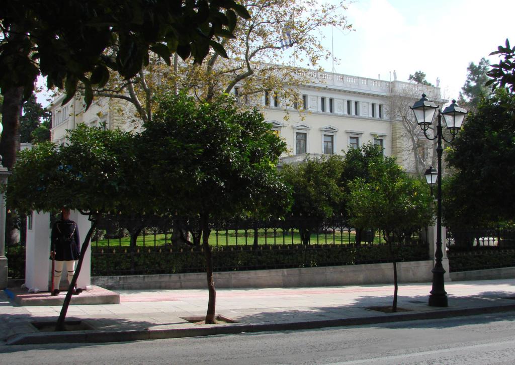 Президентский дворец — официальная резиденция Президента Греческой республики, ранее до 1974 года был резиденцией греческих королей....