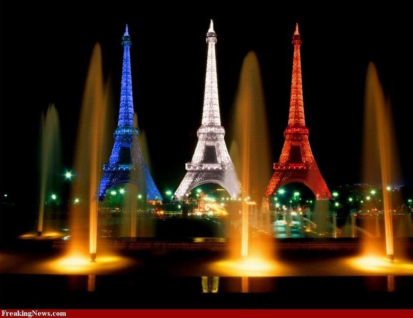 Вид на Ейфелеву башню в ночи...