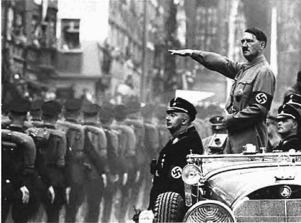 Берлин чествует своего фюрера. Фю́рер (нем. Führer) — немецкое слово, означающее «вождь», «лидер», «предводитель».