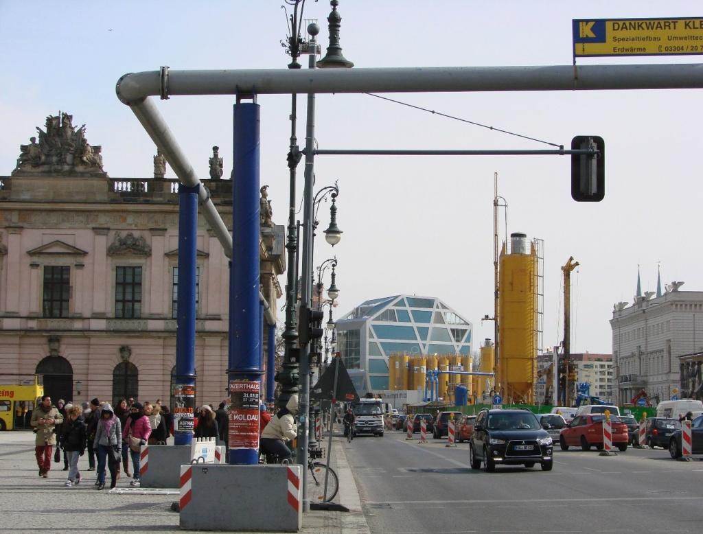 """Унтер-ден-Линден (бульвар """"Под Липами"""") у Арсенала Шлютера."""