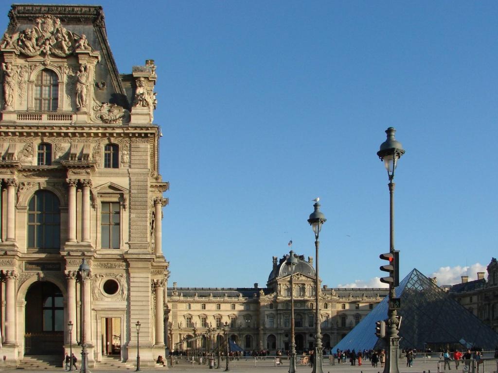Площадь Лувра с Великой... Нет, не с Великой, но все же с пирамидой...