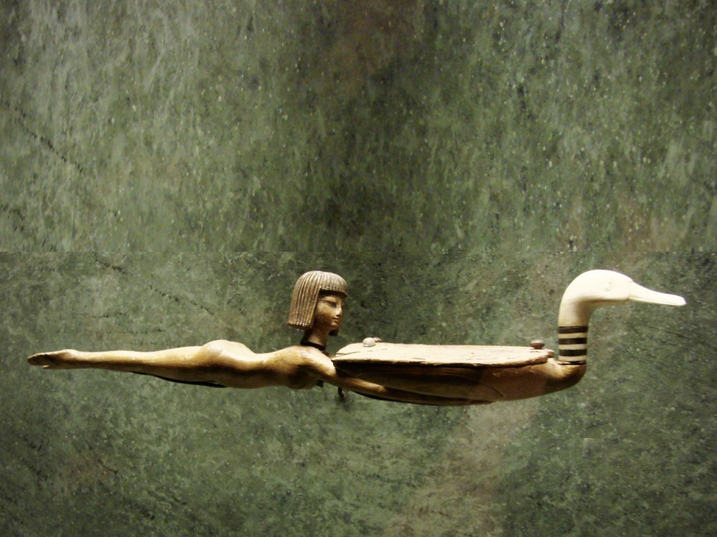 Один из египетских предметов туалета... Нет, эта, уж точно, - ритуальная ложечка.