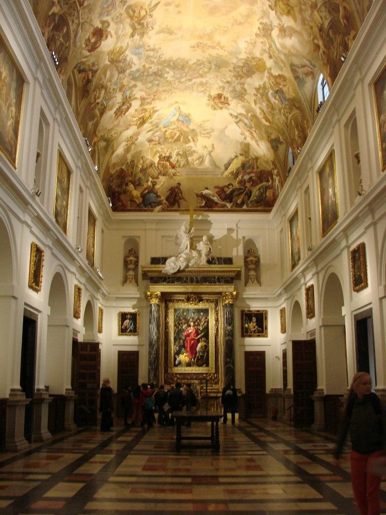 Толедский собор. Ризница, построенная в конце XVI века. Состоит из нескольких комнат, что ныне используются как картинная галерея. Главный экспонат первого зала - «Эсполио» («Снятие одежд с Христа»). Написано Эль Греко в 1579 году.