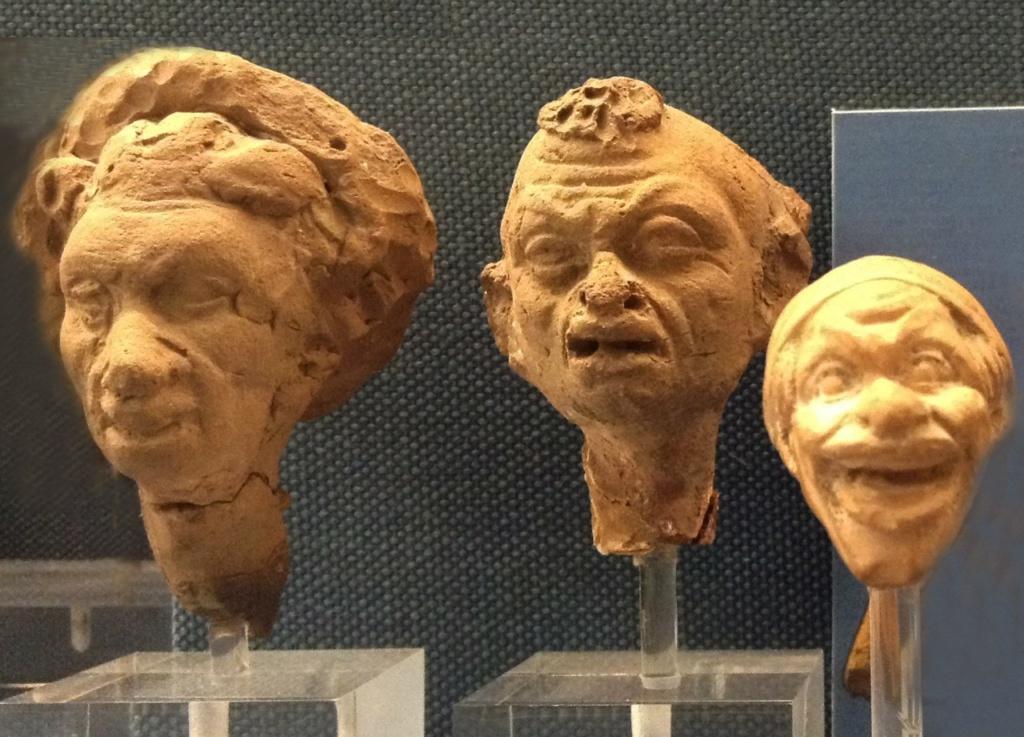Музей Бенаки Терракотовые мужские и женские головы, представляющие карикатуры на психические недостатки людей различных рас. Особенно интересна среди этих голов...