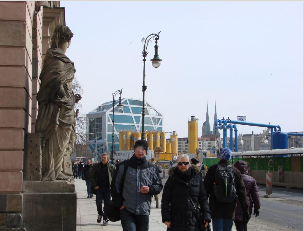 """Унтер-ден-Линден (бульвар """"Под Липами"""") при подходе к Арсеналу."""