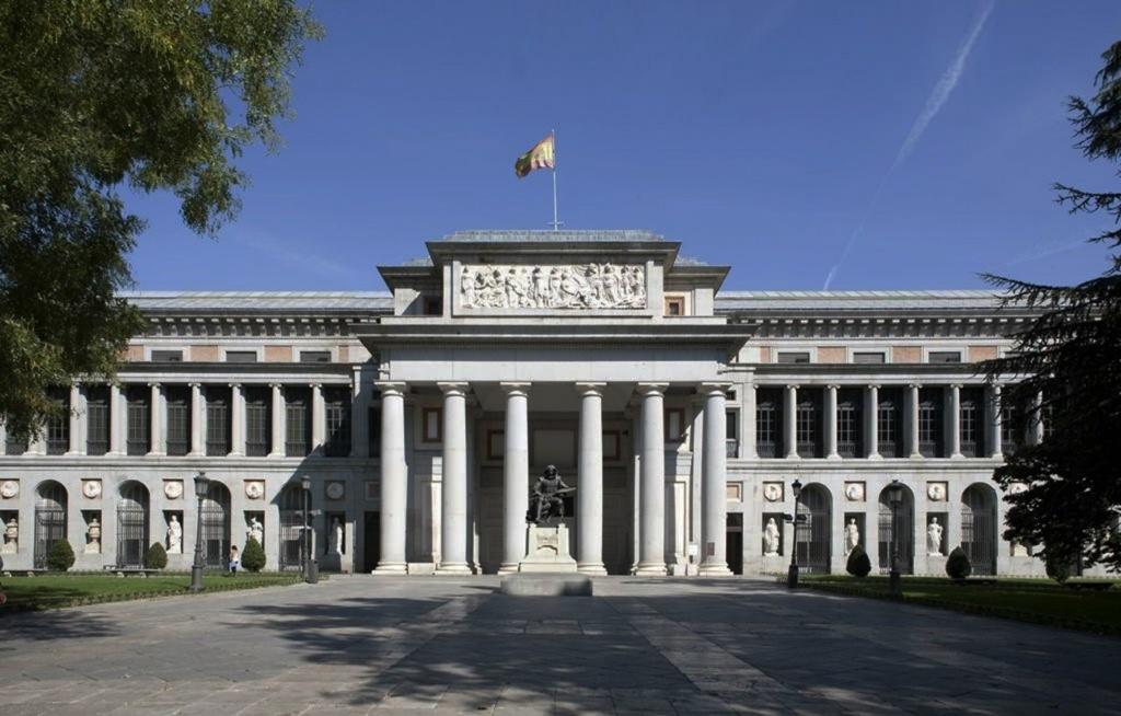 Национальный музей Пра́до — один из крупнейших и значимых музеев европейского изобразительного искусства, расположенный в Мадриде, Испания. Здание музея — памятник позднего классицизма. Архитектор Хуан де Вильянуэва. Основан в 1785 году.