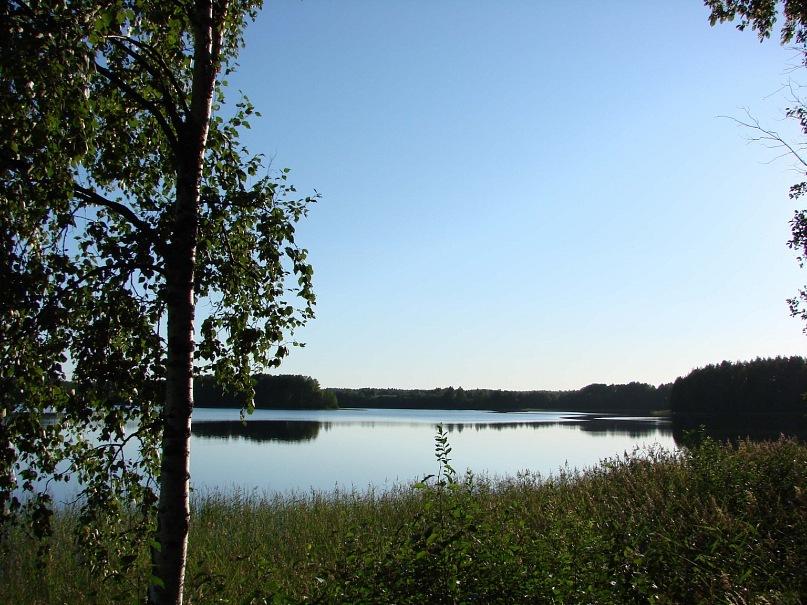 Путь прост: нужно проехать по водорозделу между Северным Ледовитым и Атлантическим океанами, подняться в горушку за деревней Масельга и остановиться на берегу одноименного озера...