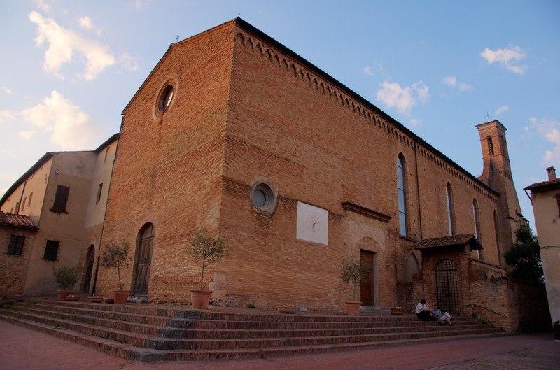 """Сан-Джиминьяно, церковь Сант-Агостино,  называемая """"Философской пинакотекой""""  из-за росписей Гоцолли Бенаццо."""