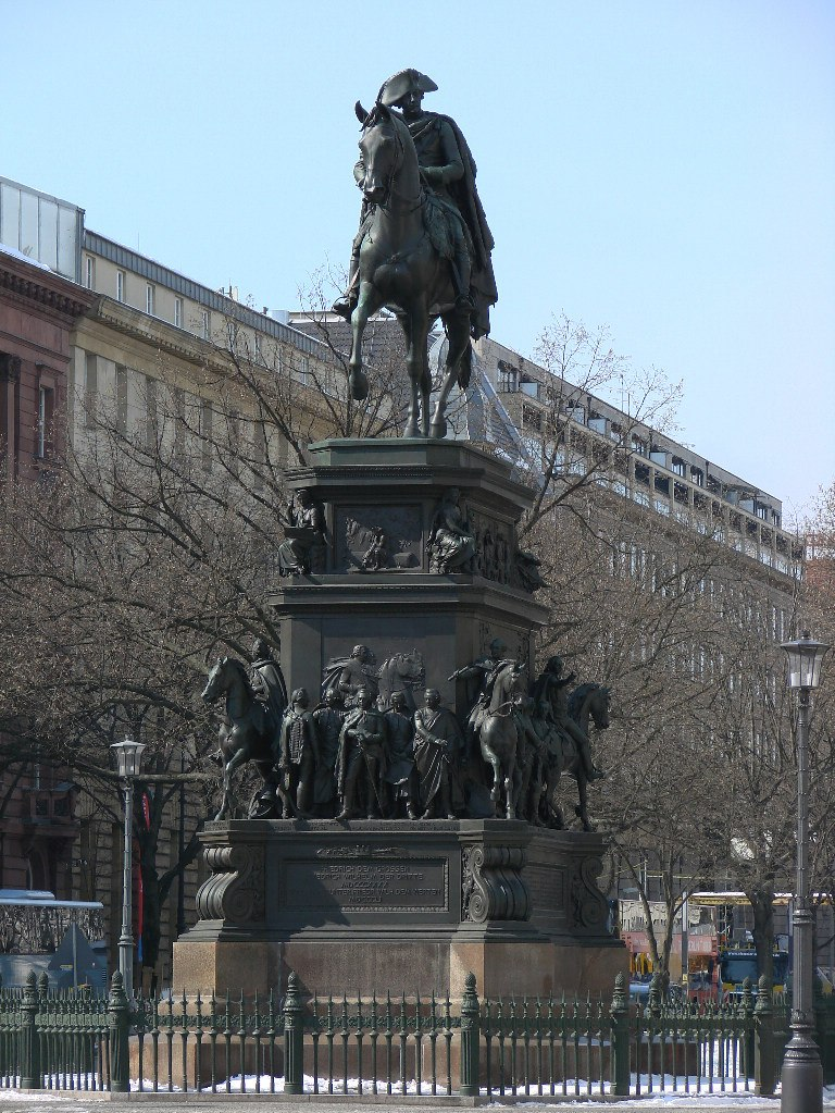 Унтер-ден-Линден. Конный монумент Фридриха II Великого. Ск. Раух Христиан-Даниэль. 1840 - 1851 годы.