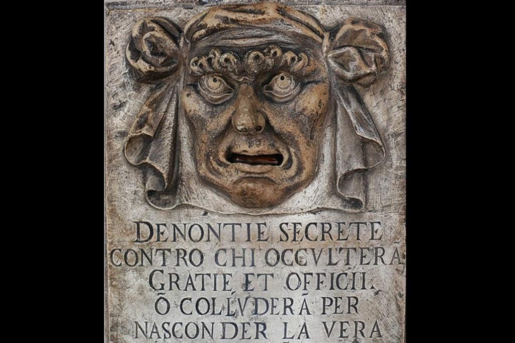 """Рот у множества львов,""""украшающих"""" стены Дворца Дожей, служил почтовым ящиком для анонимных доносов"""