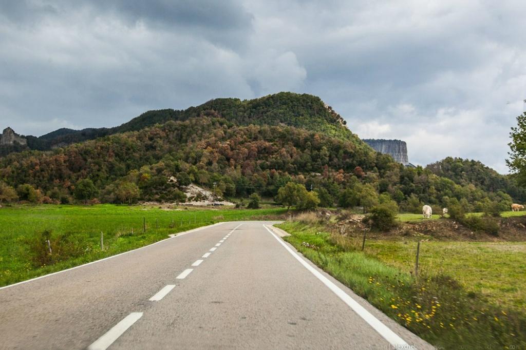 Приглашаю вас в маленький городок Каталонии по имени РУПИТ, который расположен в 120 километрах от Барселоны. В старые времена Рупит служил крепостью на пересечении двух главных римских дорог: иберийской вдоль моря и горной пиренейской..