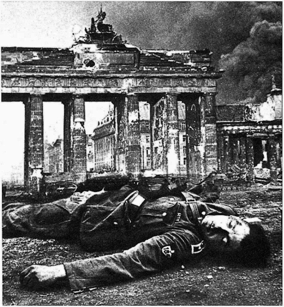 Берлин. 1945 год. Бранденбургские ворота.