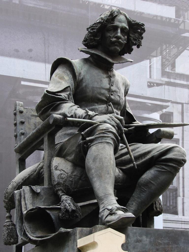 Памятник Веласкесу, расположенный перед главным входом в музей Прадо. Открыт 14 июня 1899 года. Автор скульптуры - Анисето Маринас получивший за неё первую премию на Национальной выставке изящных искусств в 1892 году.