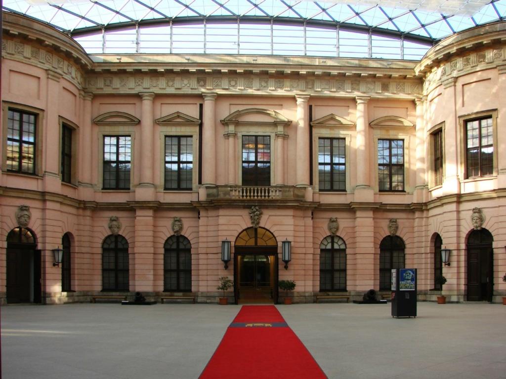 Андреас Шлютер. Двор в Берлинском арсенале. Одна из осей, образующих Прямоугольный крест.