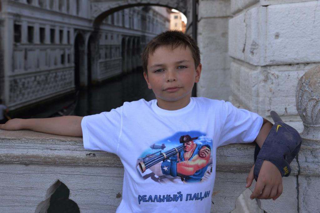 Даниил стоит на Соломенном мосту - решение принимает: налево пойти (во Дворец Дожей) или направо (в тюрьму Карчери)...