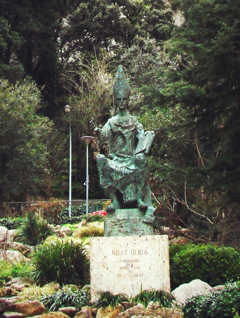 Памятник основателю монастыря Монтсеррат аббату Олибе...