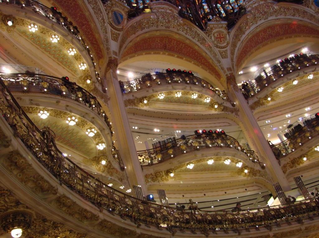 «Галерея Лафайетт» в Париже - торговая столица...