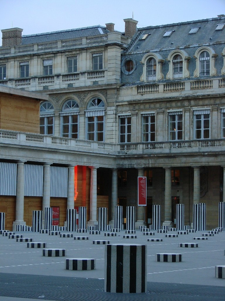 Пале-Рояльl («Королевский дворец») — площадь, дворец и парк.