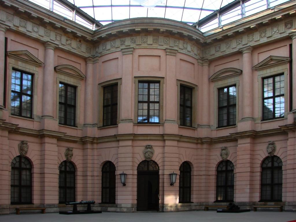Андреас Шлютер. Двор в Берлинском арсенале. Одна из осей, образующих Диагональный крест.