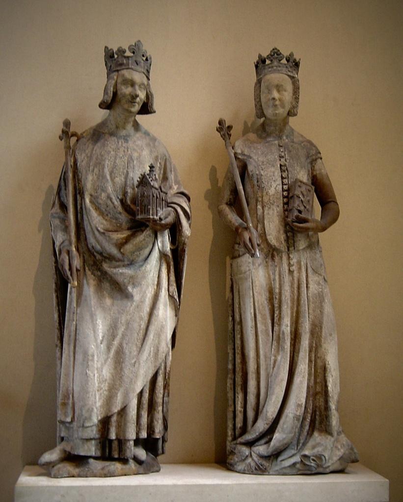 Карл V - король Франции с 1364 по 1380 год (всего - 16 лет). Жанна де Бурбон - королева Франции. Приходилась Карлу V кузиной. Из их 10 десяти детей до взрослого возраста дожили только 2 сына, благодаря которым возник замок Пьерфон.
