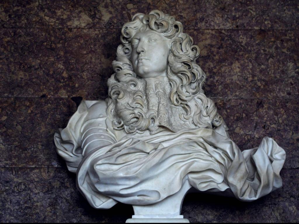 Мраморный бюст Людовика XIV, изваянный в 1665 году итальянским скульптором Лоренцо Бернини. Установлен в Версале в зале Дианы.