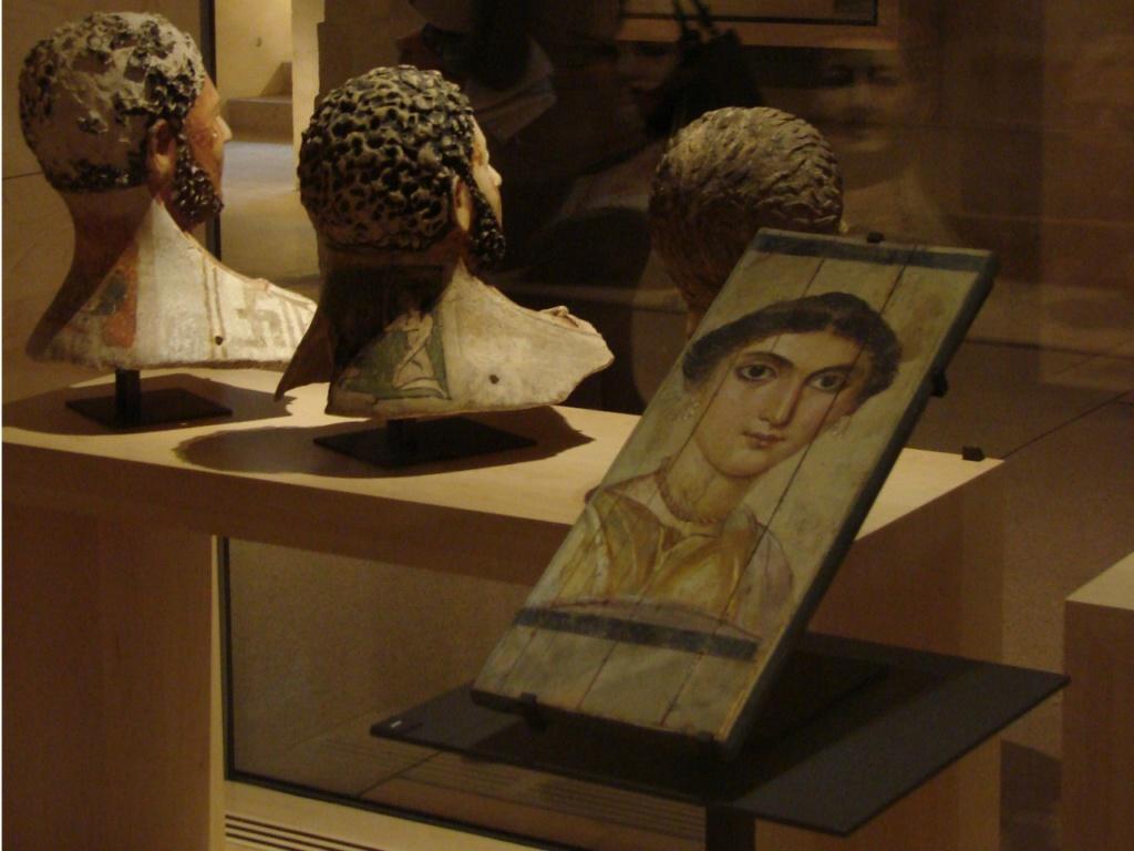 В конце XIX– начале XX веков британцы обнаружили здесь, так называемые, «фаюмские» портреты, что были написаны в эпоху Позднего царства. Писались они при жизни людей, а после смерти клались на мумию вместо маски.