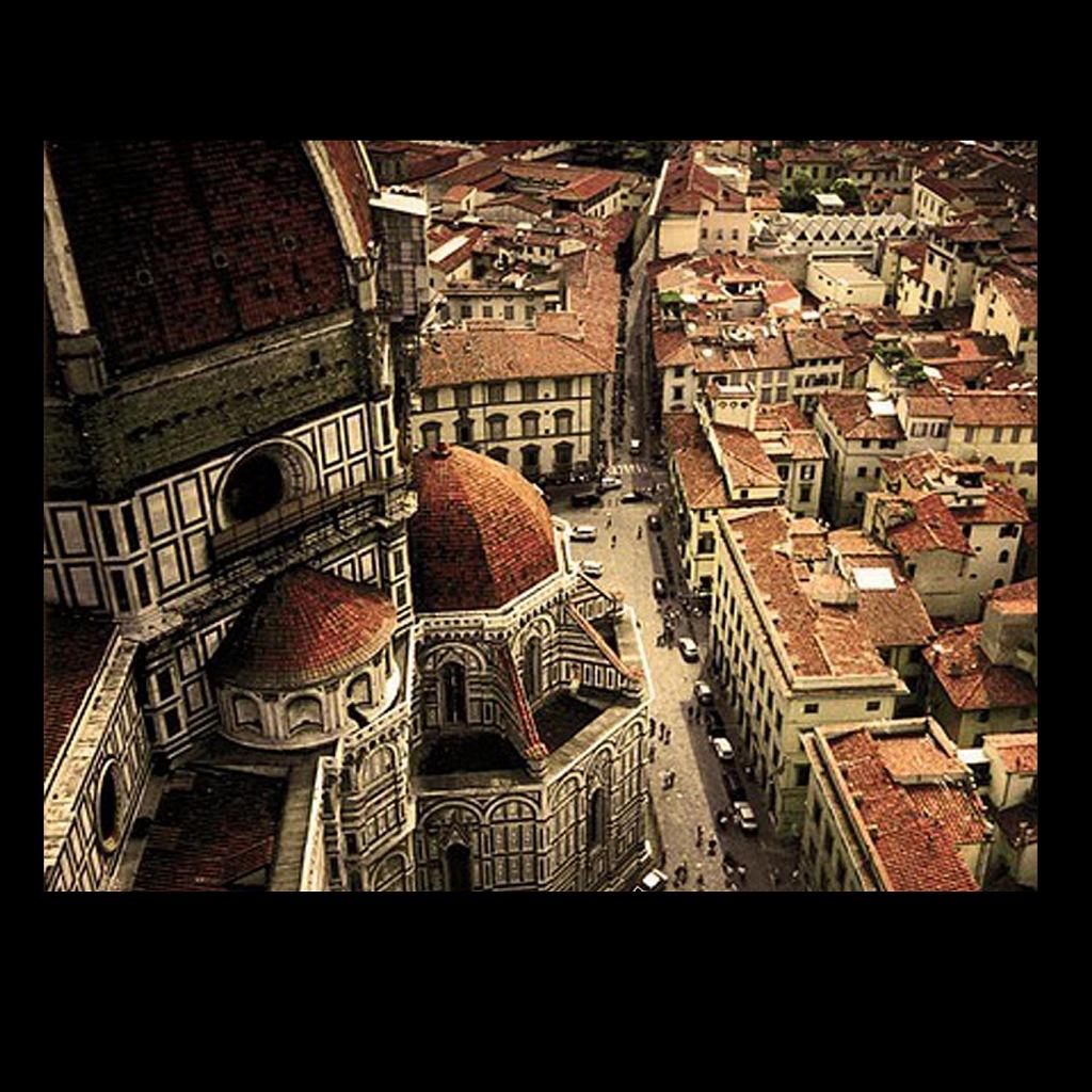 """Флоренция. Вид на купола собора Санта Мария дель Фьоре. Строитель собора - ди Камбио. Кампанила поднята ввысь великим Джотто. Купол собора - """"Купол Флоренции"""" - возведен Филиппом Брунеллески, не менее великим. 1420 - 1436"""