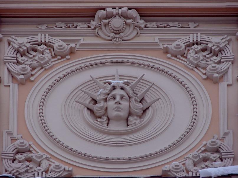 Рига. Доходный дом. Улица Альберта, 13. Арх. М. О. Эйзенштейн. 1904. Композиция в тимпане фронтона. Фото Марины Бреслав