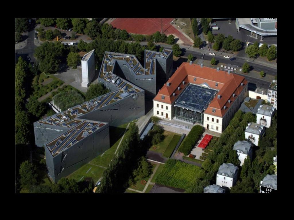 Берлин. Еврейский музей. Вид сверху... Фото из Интернета.