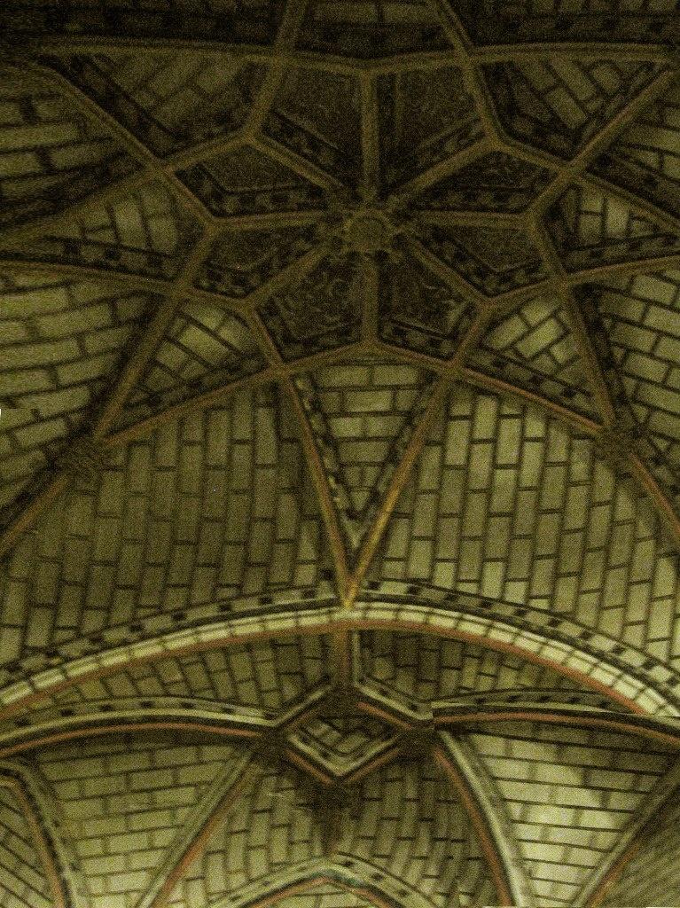 """Свод над центральным алтарем церкви Санто Томе. Это - не готика. Это - стиль """"мудехар"""", произведениями, выполненными в котором, так славится Толедо."""