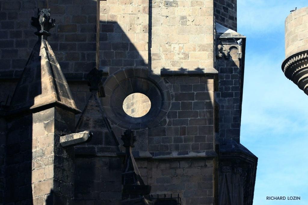 Барселона. Романский Кафедральный собор, заложенный в 1298 г. Рамоном Беренгером I и его женой Альмодис де Ла Марш.