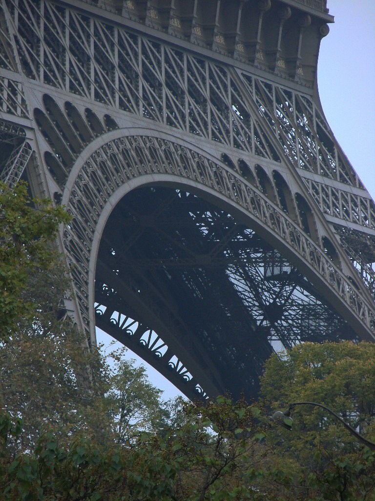 Металлическое кружево, прославляющее красоту инженерного сооружения...