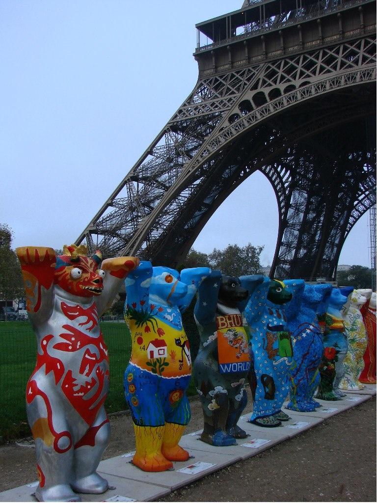 150 защитников толерантности. Родина каждой фигуры мишек-братишек узнаваема. В результате, делится Марина своими впечатлениями, создается ощущение единства всех стран на Земле.