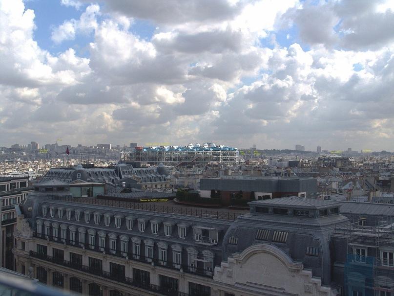 """Уникальная круговая панорама Парижа, полученная из 9 фрагментов. Съемка осуществлялась с обзорной террасы универмага """"Самаритен"""" (Samaritaine). Фрагмент 1."""